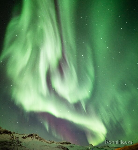 The Aurora dance by RonniHauks