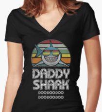 Daddy Shark Retro - Für dunklen Druck Tailliertes T-Shirt mit V-Ausschnitt