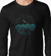 Camiseta de manga larga Entre las montañas y las estrellas