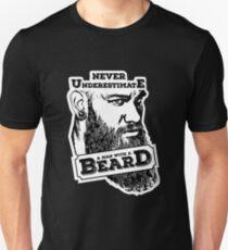Never underestimate a man with a beard Unisex T-Shirt