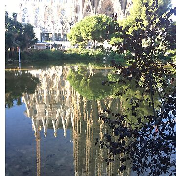Reflection of Sagrada Familia by midorikawa