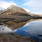 cwm idwel lake by linsads
