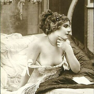Vintage lady in her nightdress by ClassicNudes