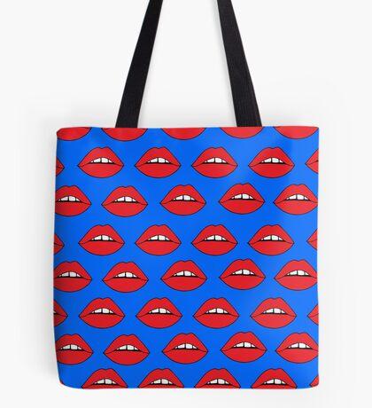 Rote Lippen auf Blau Tote Bag