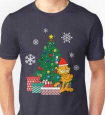 Camiseta unisex Garfield alrededor del arbol de navidad