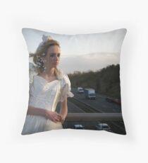 runaway bride 01 Throw Pillow