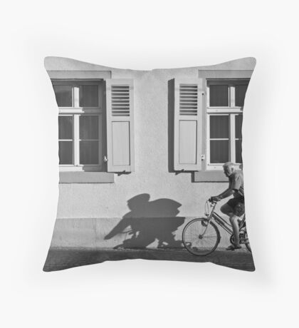 Promenade of a shadow Throw Pillow