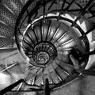 la spirale de l'arc - noircir et le blanc by JimFilmer