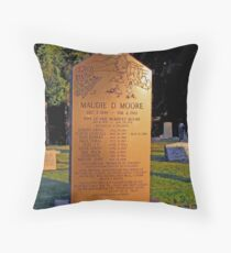 Mother 0f 9 Grandmother -- Momma of 30  Great-Grandmother  of 45 Children  Throw Pillow