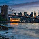 «Puente de Brooklyn desde Dumbo» de Randy  LeMoine