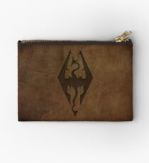 Skyrim Worn Leather Emboss Zipper Pouch