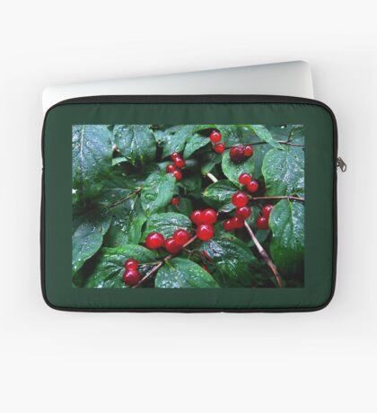 Rainy berries Laptop Sleeve