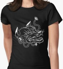 Kitsune: a mysterious shapeshifter Women's Fitted T-Shirt