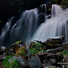Snob Creek Falls by dazzleng