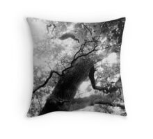 Noise of the leaves Throw Pillow