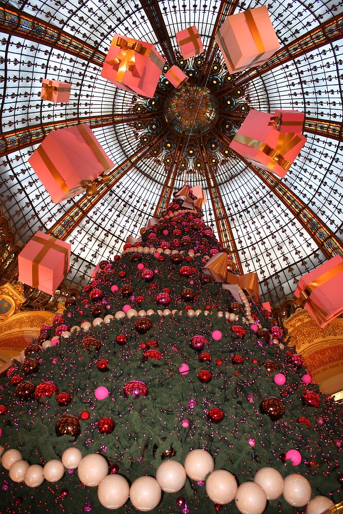 Christmas tree and gifts in Paris shopping store by hasarddujour