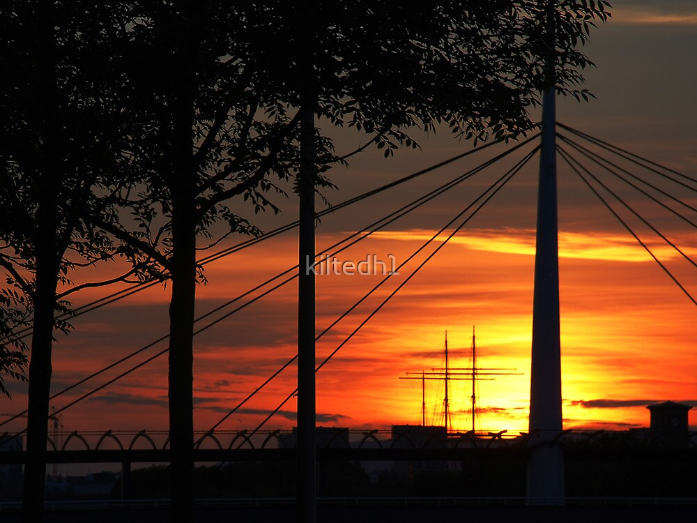 Sunset over the River Clyde, Glasgow by kiltedh1