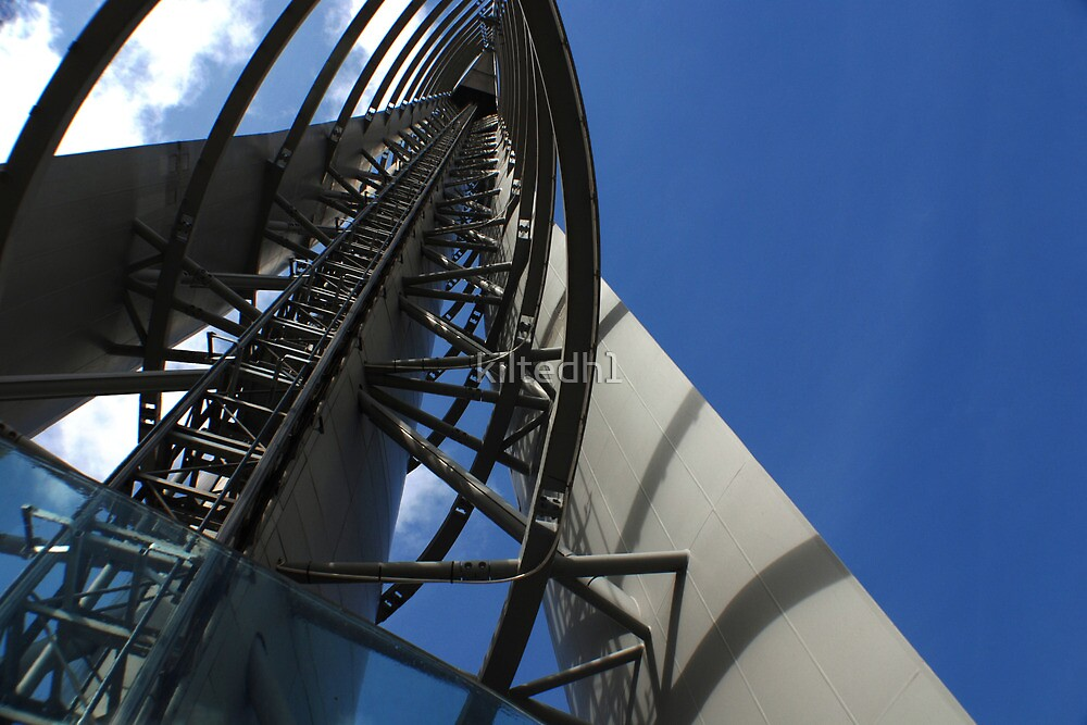 Glasgow Science Center Tower by kiltedh1