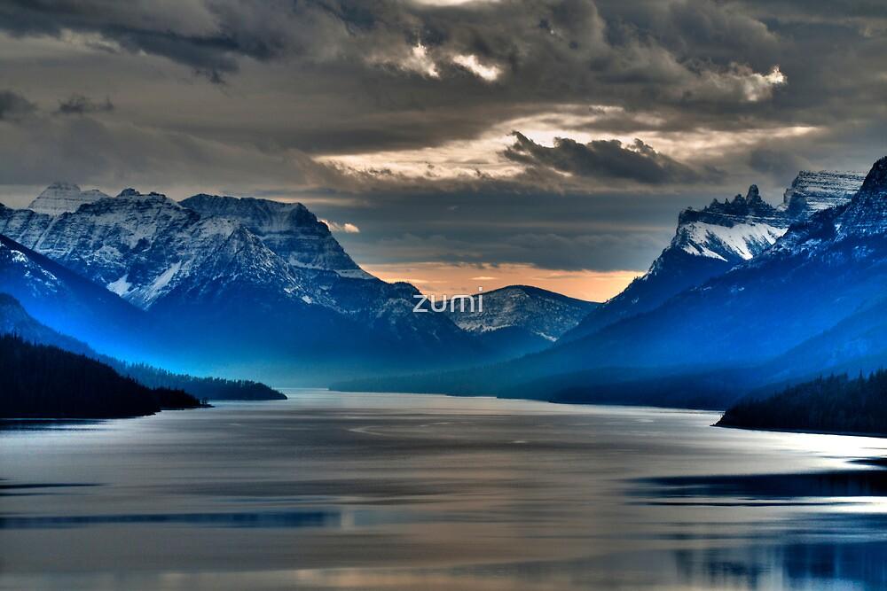 Misty mountains by zumi
