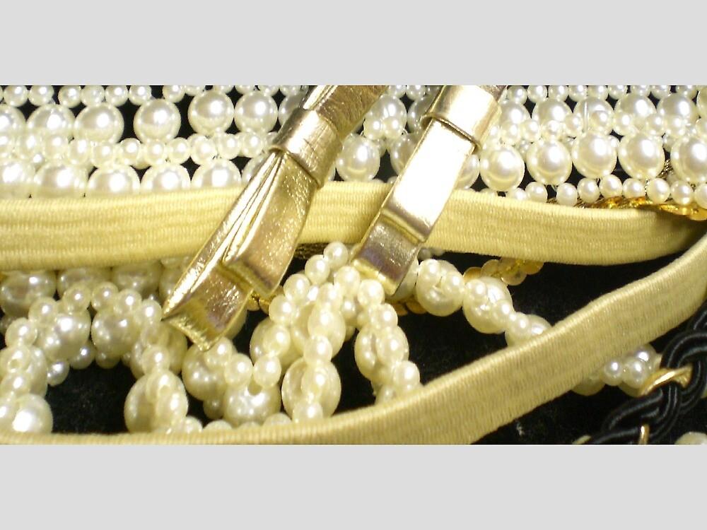 Beautiful pearls, by Jadavision