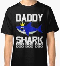 Neues 2019 Vati-Haifisch-Hemd, lustiges Vater-Geschenk von der Ehefrau-Sohn-Tochter Classic T-Shirt