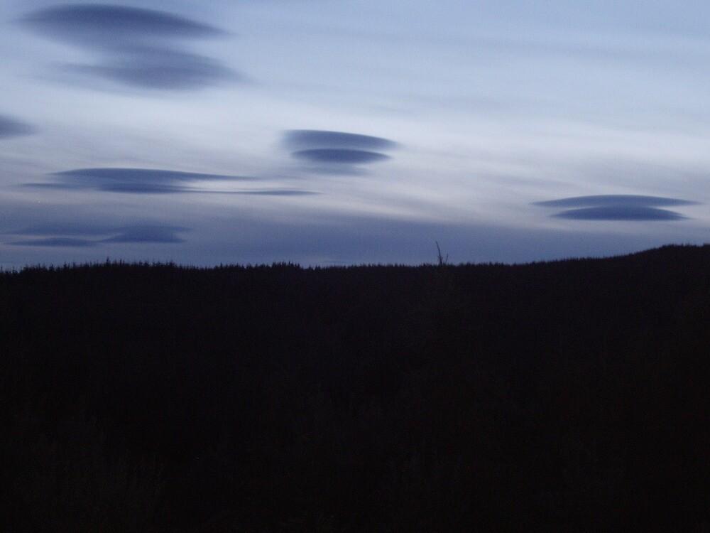 aliens over Glen Turret by l0chturret
