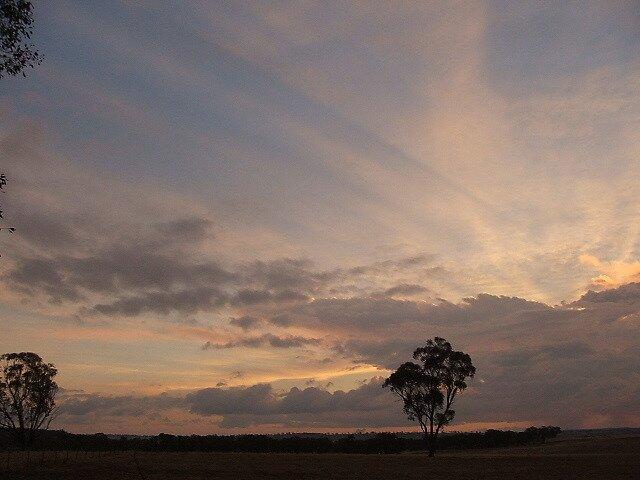 Boomey Hills sunset.q by shaldema1