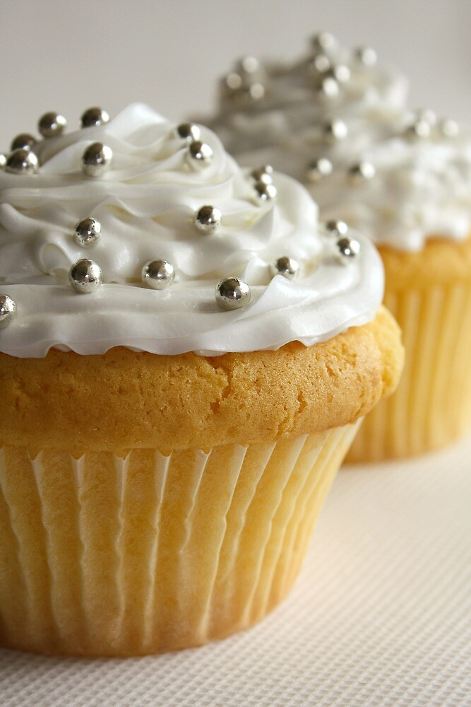 White cupcakes! by Framed-Photos