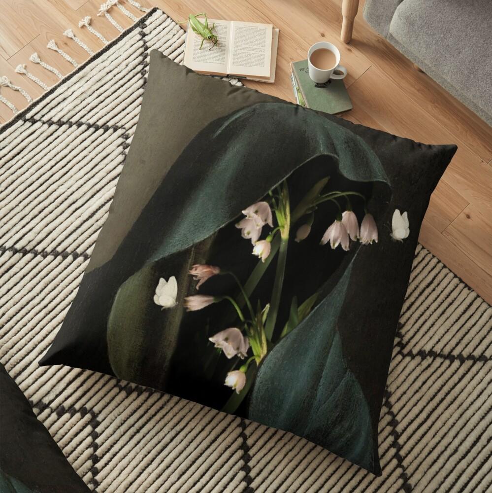 LA PRÉSENCE PURE Floor Pillow