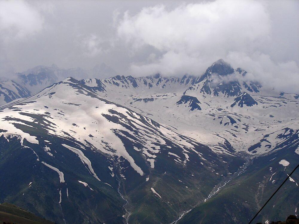 snowy mountain(gulmarg,kashmir) by dynamo17