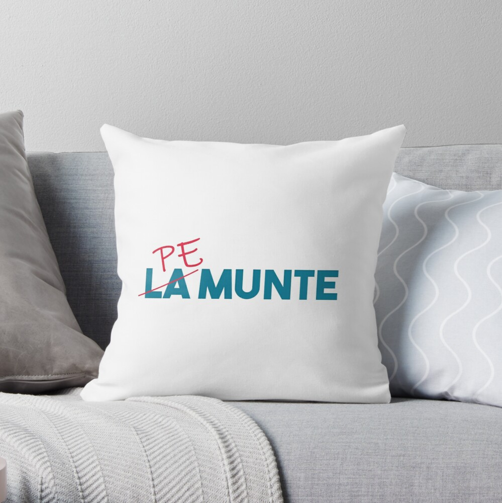 """Pe munte"", nu ""la munte"" Throw Pillow"