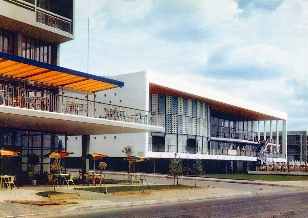 « Le Palais Des Congrès de Royan vers 1959 » par Francois Richet