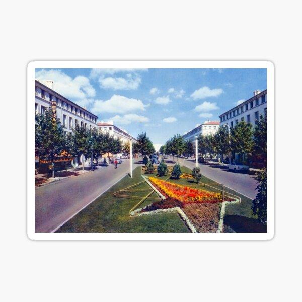 Le boulevard Briand à Royan dans les années 50 Sticker