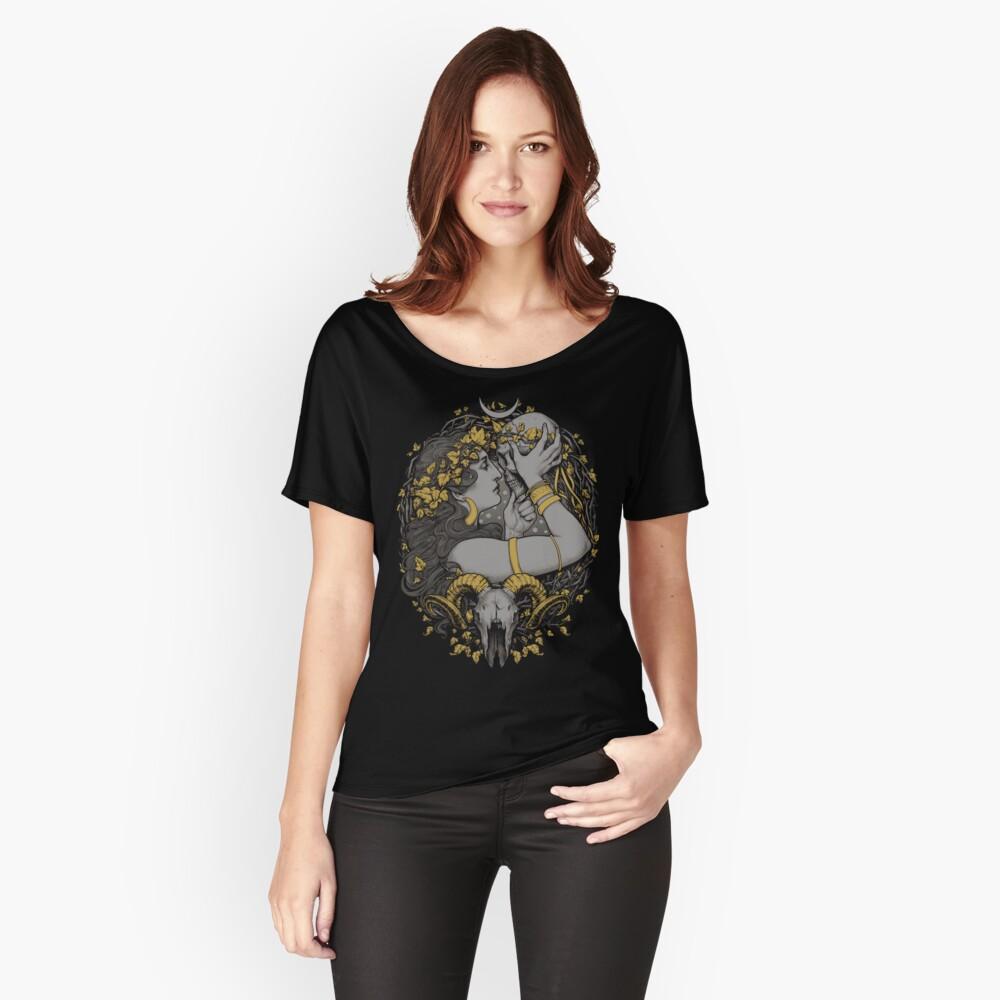 T-shirt coupe relax « avec un crâne humain et bélier dans un cadre botanique.»