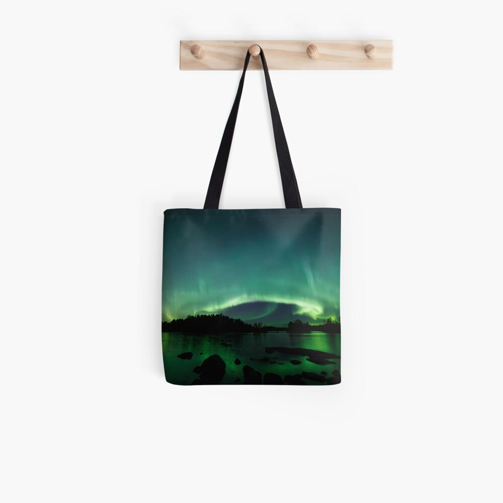 Wunderschöne Nordlichter über dem See Tote Bag