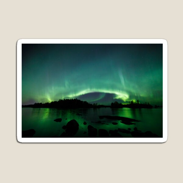 Beautiful northern lights over lake Magnet