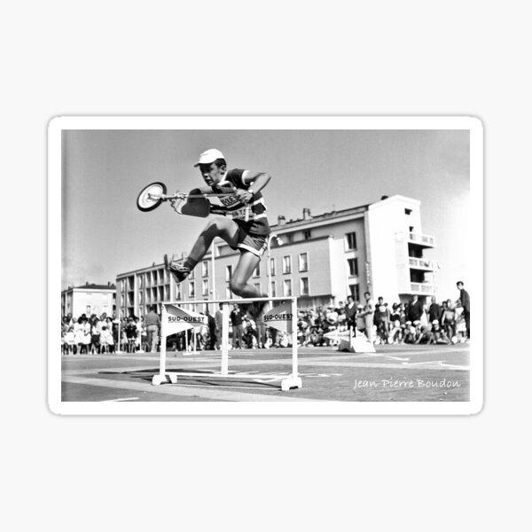 Course de trottinettes, années 60 (©JP Boudon) Sticker