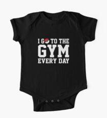 ICH GEHE JEDEN TAG INS FITNESSSTUDIO Baby Body Kurzarm