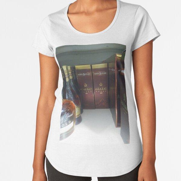 New York City, Manhattan, New York, downtown, #NeeYorkCity, #Manhattan, #NeeYork, #downtown, #buildings, #streets, #avenues, #skyscrapers, #cars, #pedestrians #GlassBottle Premium Scoop T-Shirt
