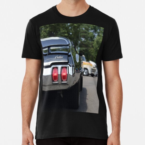 Chevy Chevelle Big Butts Parody 1971 American Muscle Car Fan V-Neck T Shirt