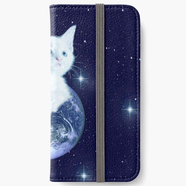 Space Baby Cat auf der Erde iPhone Flip-Case