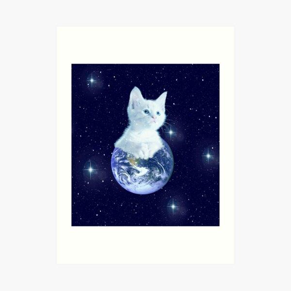 Space Baby Cat auf der Erde Kunstdruck