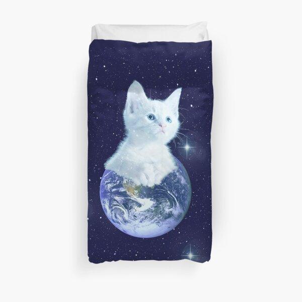 Space Baby Cat auf der Erde Bettbezug