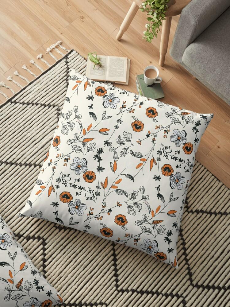 Orange Blumenmuster von Alja Horvat