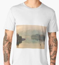 Floating homes on the Willamette River in Oregon City during a foggy fall day Men's Premium T-Shirt