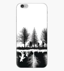 Fremde Dinge umgedrehte Szene iPhone-Hülle & Cover