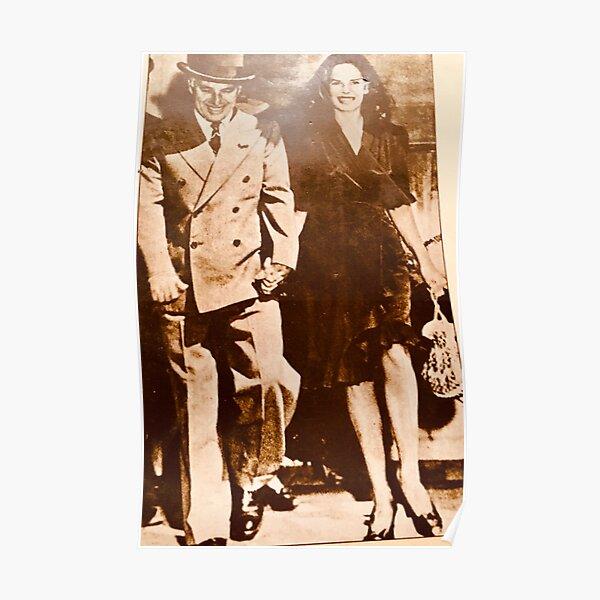 Charlie Chaplin y Oona O'Neill en el día de su boda, 1943 Póster