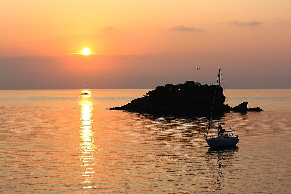 Admiring the sunrise by Stefano  De Rosa