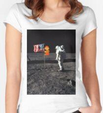 Camiseta entallada de cuello ancho Super Mario en la luna