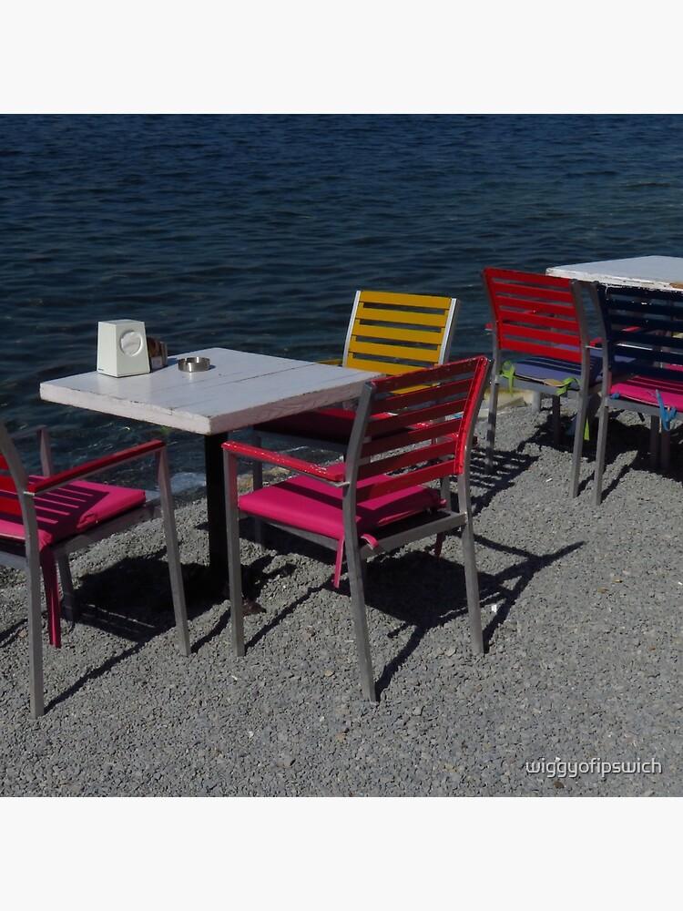 Tische & Stühle am Meer von wiggyofipswich